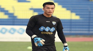 Thiếu thủ môn Bùi Tiến Dũng, FLC Thanh Hóa nhận một màn thua khó gỡ